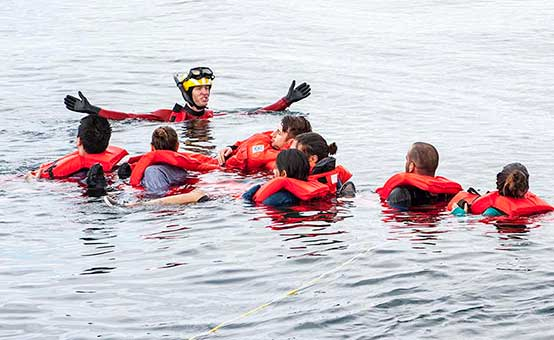 people in the water wearing lifejackets learning about hypothermia at sea