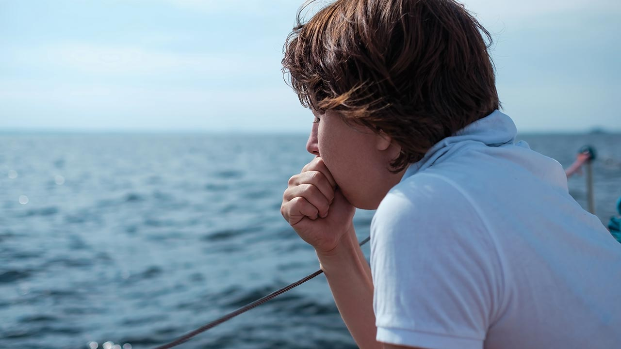 17 Easy Ways to Beat Seasickness Right Now - DAN Boater